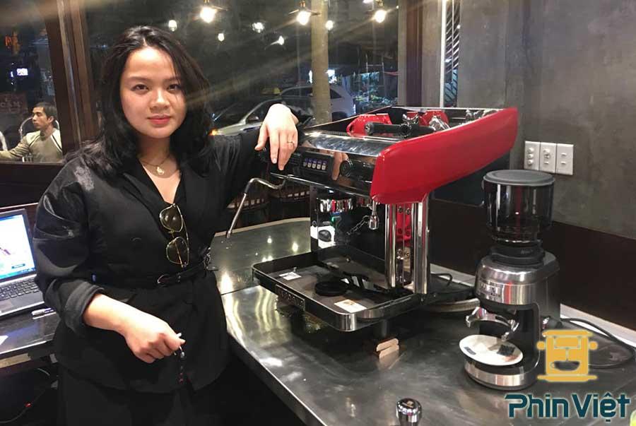 Máy pha cafe đã trở thành thiết bị quan trọng trong quán