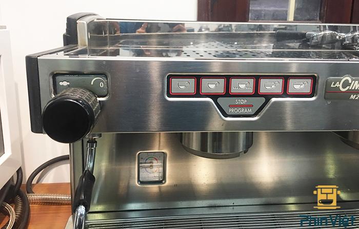 Máy pha cafe Lacimbali M27 được thiết kế sang trọng và chắc chắn