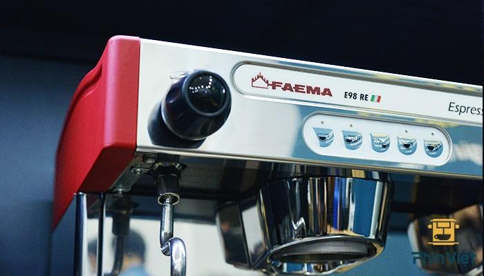 Faema e98 có dung tích nồi hơi lớn
