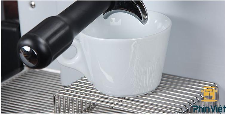 Máy pha cà phê Expobar được thiết kế bằng inox sáng sang trọng