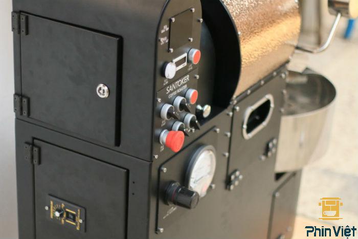 Bàng điều khiển được thiết kế tinh tế và thân thiện với người sử dụng